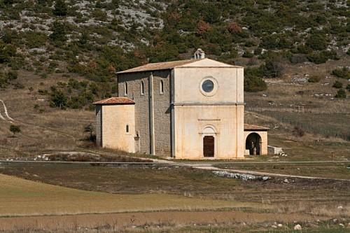 San Pio delle Camere - Chiesa solitaria