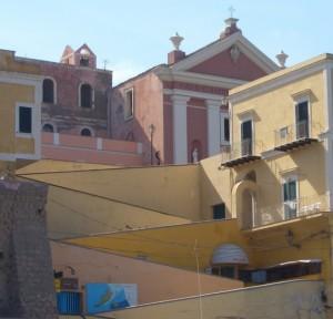 La chiesa di Santa Candida dal Porto Romano