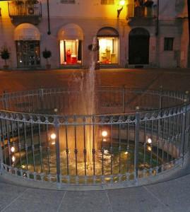 Vercelli - fontana di Piazza Palazzo Vecchio (Piazza dei pesci)