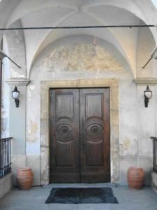 L'ingresso della chiesa di Quart