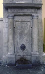 fontana nel centro storico di aosta
