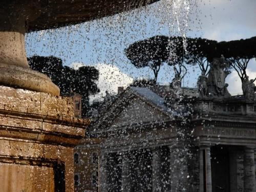 Roma - Fontana in piazza San Pietro, particolare