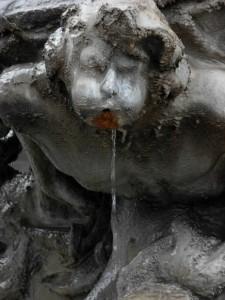 Fontana delle Rane in piazza Mincio, particolare