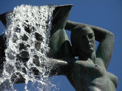 L'Aquila - Fontana luminosa, particolare