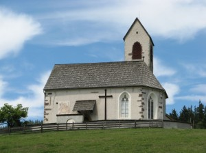 La chiesa di San Giacomo in val di Funes