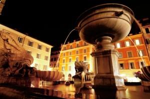 Fontana di piazza Santa Maria in Trastevere in notturna.