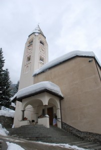 Ingresso e campanile della Parrocchiale