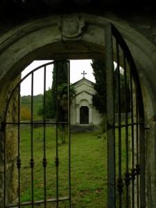 oltre il cancello