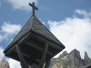 Scorcio della chiesetta al rifugio Tre Scarperi