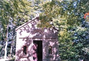 la chiesa di montagna nel lago Santo