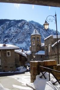 La Parrocchiale di San Fiorenzo vista dalla porta del Forte