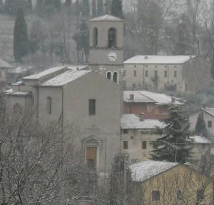 Chiesa di Custoza con neve