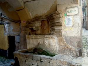 La Fontana sotto il portico