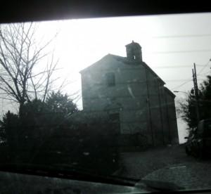 Cappella vista dall'interno dell'auto