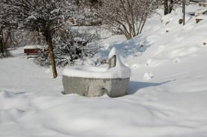 Fontana con neve Pieve di Ledro TN