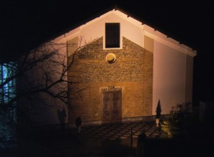 la Chiesa Parrocchiale in notturna
