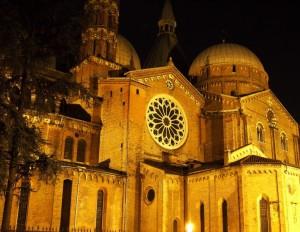 Anche di notte un segno di  luce: Basilica del Santo - Padova