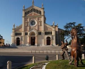 Lonigo, Duomo e monumento alla fiera dei cavalli