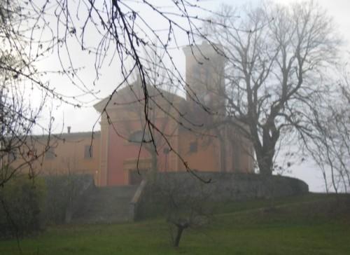 Sasso Marconi - La chiesetta di Lagune nella nebbia