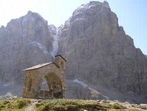 Chiesetta commemorativa al rifugio Brentei