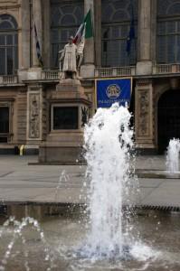 Fontana Piazza Castello (1)