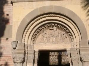 S. Maria di Vezzolano - Il frontone