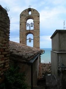 Il campanile guarda il mare