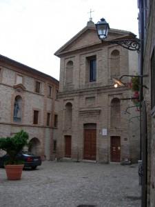 Piazzetta Peretti e la sua chiesa