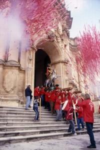 Portale di San Giorgio a Modica, l'uscita del Patrono
