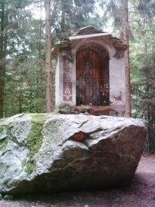 Cappella sulla roccia
