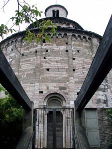 Ingresso laterale della Rotonda di San Tomè