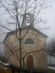 chiesetta di SanSbastiano in Comasira con albero