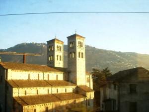 chiesa vista dal treno