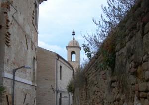 Un campanile a Cupra Alta