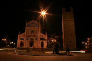lonigo by night