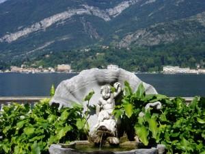 Fontana di Villa Melzi con vista sul lago di Como