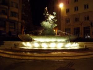 Fontana del Pesce di notte