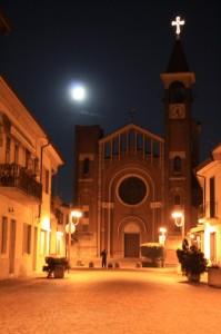 Santuario Mater Amabilis con Luna sullo sfonfo