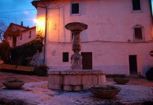 Colle di Tora - Fontana Piazza Comunale