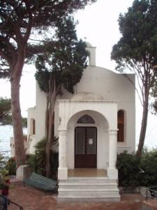 Una Piccola Perla Si Adagia e Riposa al Sole di Capri