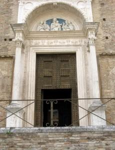 entrata della cattedrale di urbino