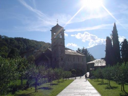 Colico - La luce scende sull'abbazia di Piona