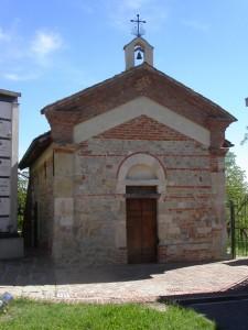 chiesetta romanica di San Nicolao all'interno del cimitero