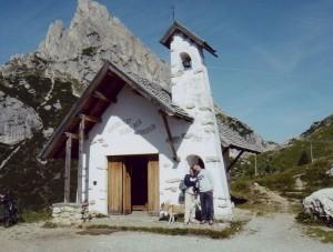 piccola chiesetta sul passo Falzarego