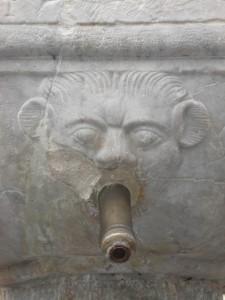 Boves: particolare fontana in Piazza dell'Olmo