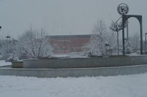 fontana sotto la neve