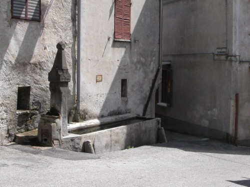 Carema - Carema: fontana di via Basilia