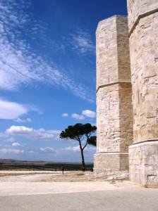 Il simbolo dell'ottagono tra cielo e terra