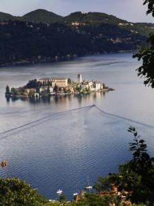 L'isola di San Giulio vista dall'omonimo monte.