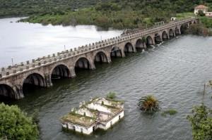 La diga di Santa Chiara quasi sommersa.
